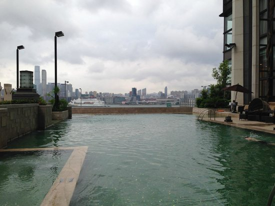 Harbour Grand Hong Kong: Infinity pool