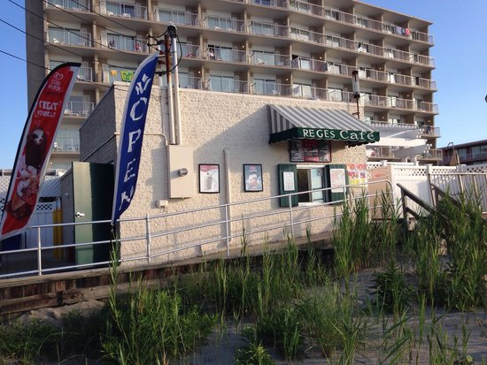 Reges Cafe: Reges Beach Grill