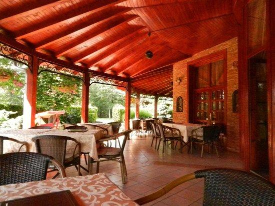 Restoran Dincic: Terras - mooi en schoon