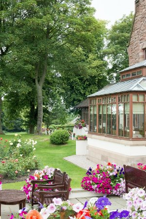 Appleby Manor Hotel & Garden Spa: Looking from the room patio towards the breakfast area