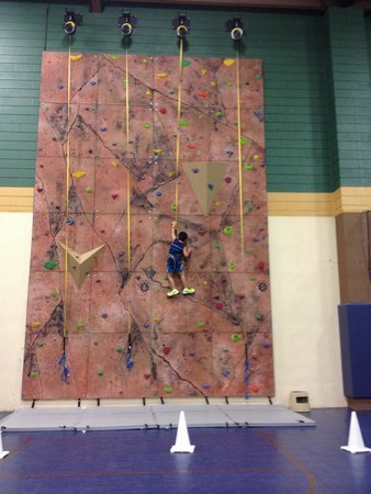 The Sagamore Resort: The rock wall in the rec center.