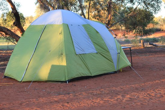 Ayers Rock Campground: camping in dirt