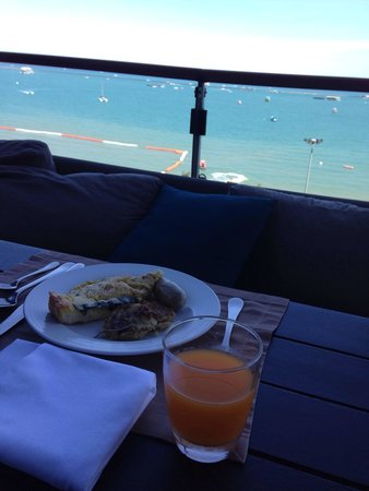 Hilton Pattaya: Breakfast with a view.