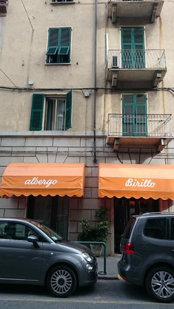 Hotel Birillo: Frente do hostel