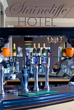 Staincliffe Hotel: Bar
