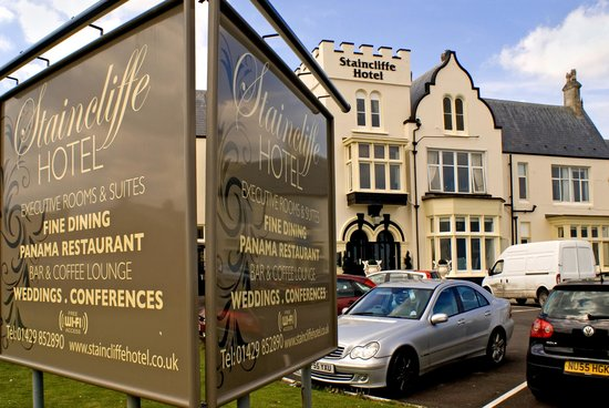 Staincliffe Hotel: Front of Building