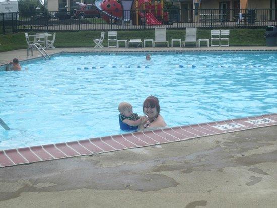 Super 8 Mason : Clean pool
