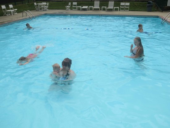 Super 8 Mason: Pool was heated and warm!!