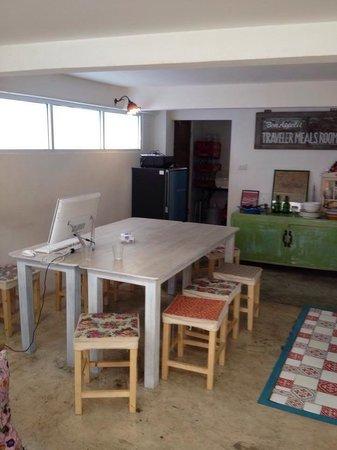 Bewel Hostel: Breakfast and kitchen