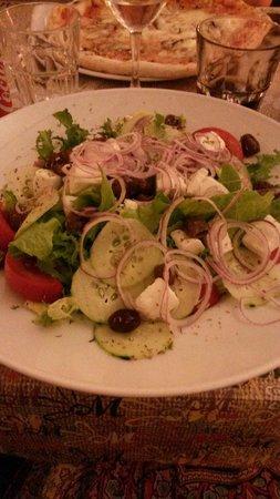 Osteria Pizzeria Margherita: Греческий салат