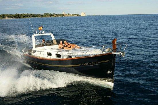 Island Yachts Broker