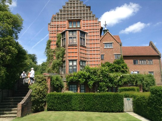 Chartwell : View of house