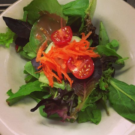 The Hollow Bistro & Brew: House salad with balsamic - what comes with entrees