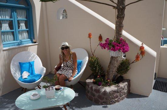 Evgenia Villas & Suites : outside reception
