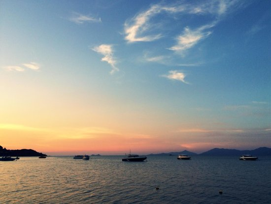 Enjoy Beach Hotel : Sunset