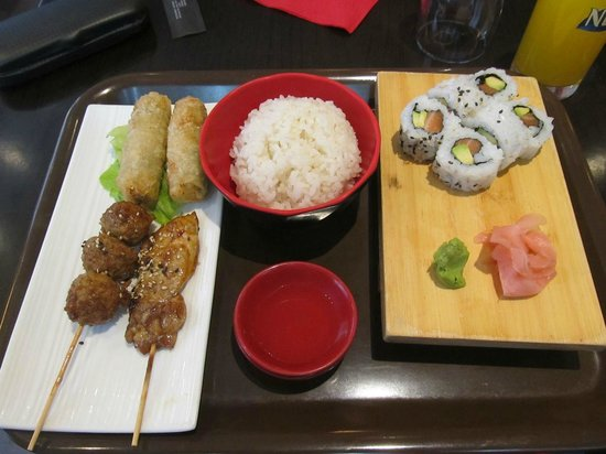 Le Kyoto : Sushi, egg rolls, and chicken shishes