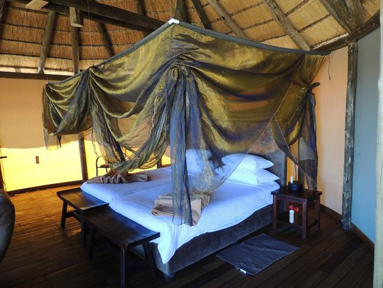 Sossus Dune Lodges: Beautiful and comfy bed!