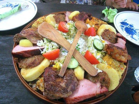 U Dwau Maryi: Bohemian Feast