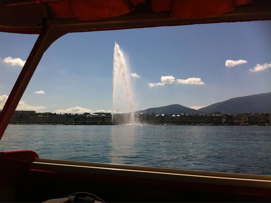 Jet d'Eau : View from a yellow boat