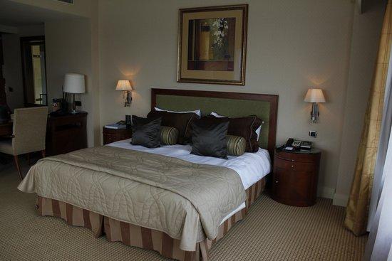 Hotel Okura Amsterdam : Bed in junior suite