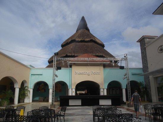 Sandos Playacar Beach Resort: hotel ground