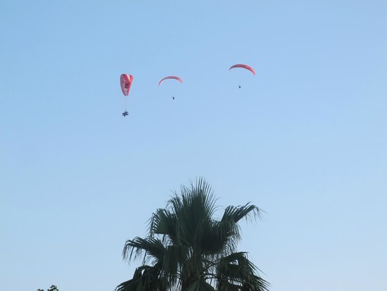 Hotel Oludeniz : Watching Paragliders From The Hotel