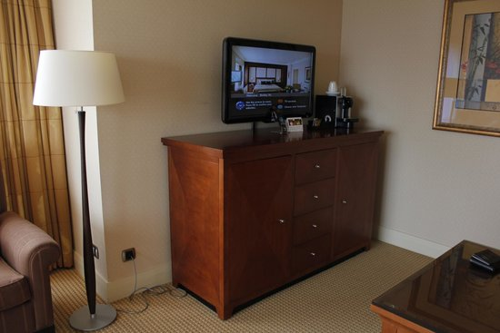 Hotel Okura Ámsterdam: TV and coffee machine in junior suite
