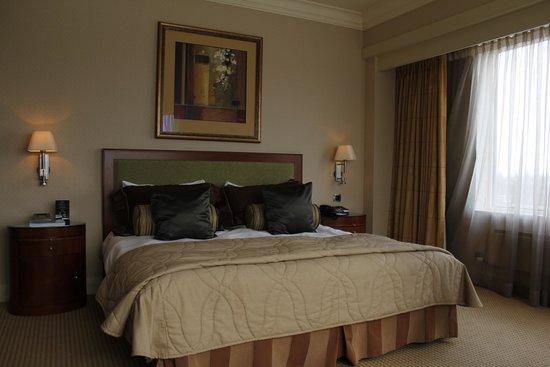 Hotel Okura Amsterdam: Bed in junior suite