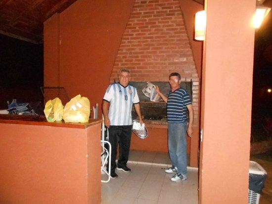 Marcopolo Suites Iguazu: Haciendo un asadito en el quincho del hotel