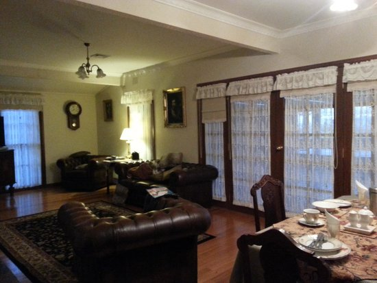 Gracehill Accommodation : Living and Dining area