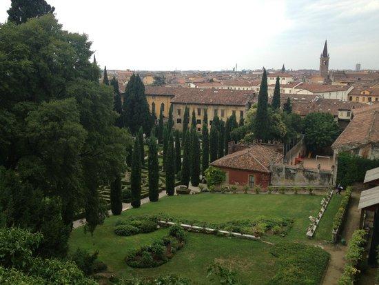 Panorama sulla città foto di palazzo giardino giusti verona