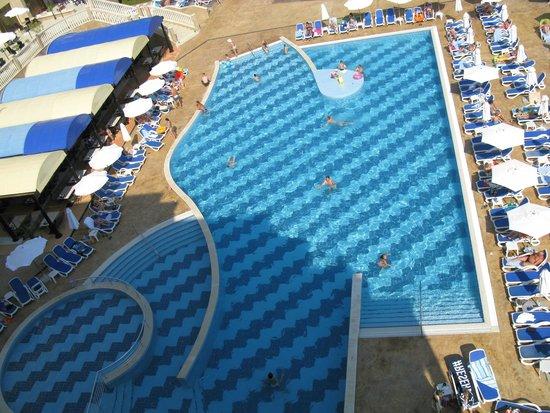Sol Nessebar Bay: Вид с балкона на бассейн