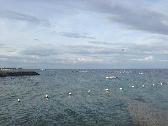 Crimson Resort and Spa, Mactan: Blick auf das Meer