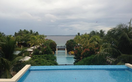 Crimson Resort and Spa, Mactan: Der Blick aus der Lobby
