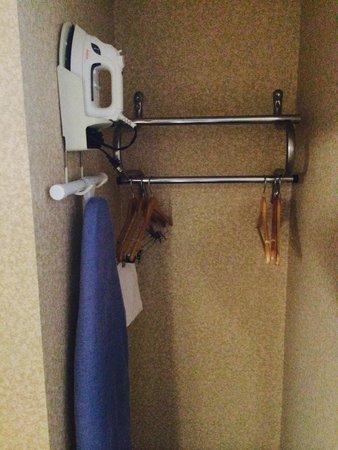 Holiday Inn Express Dayton-Huber Heights: Ironing Board/ Iron