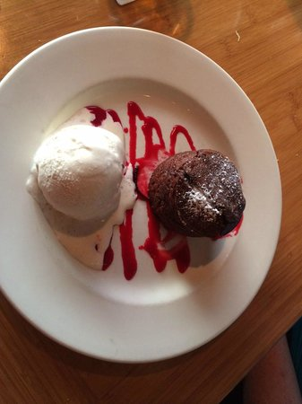 Roy's Waikoloa Bar & Grill: Hot chocolate souffle