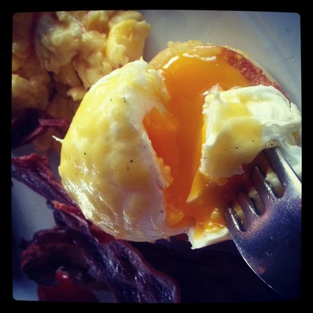 Hard Rock Hotel Bali: Egg Benedict on their Breakfast Variety :-)