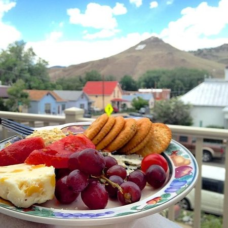 Thomas House Bed and Breakfast : DIY dinner with a view!