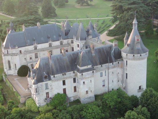 Aerocom Montgolfiere: Survol du château de Chaumont sur Loire