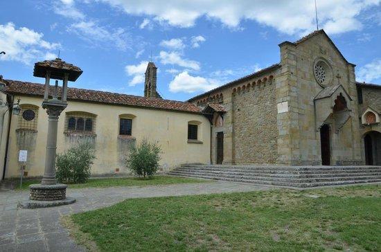 Franciscan Missionary Museum - Convento di San Francesco: Piazzetta e chiesa