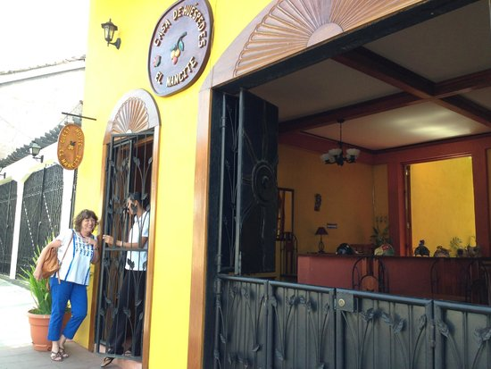 Guesthouse El Nancite: The welcoming staff treats you like long lost friends