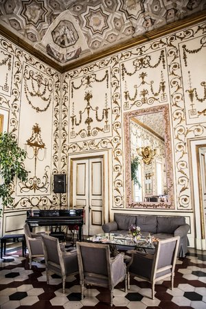 Decumani Hotel de Charme: Hotel Hall