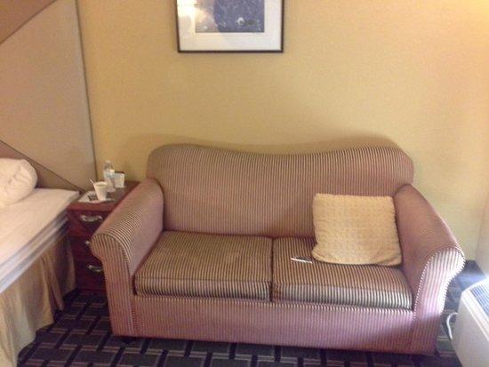 Days Inn Brunswick/St. Simons Area : a couch!!!