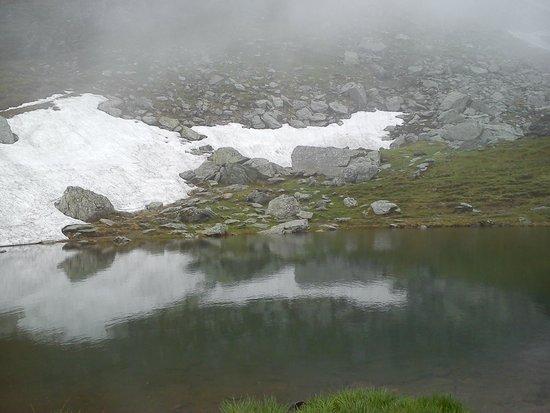Balea Glacier Lake: Snow at Balea Lake, 20 June 2014
