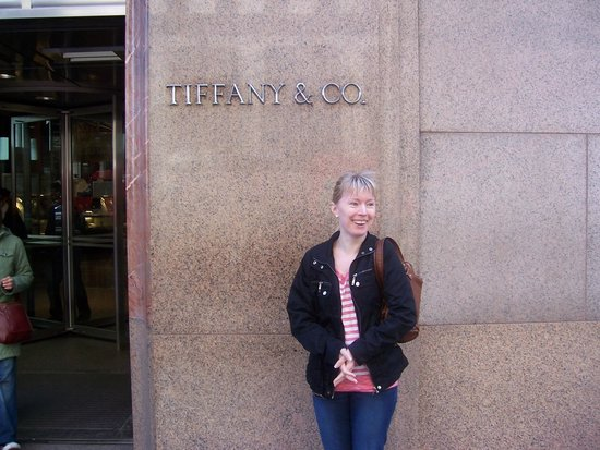 Tiffany & Co. : Under the sign !!!
