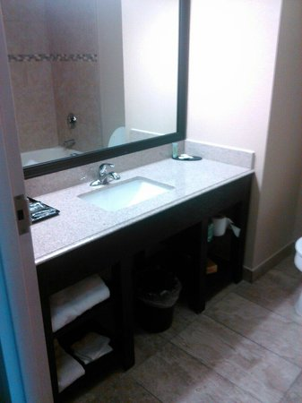 Motel 6 Pine Bluff: Bathroom is nice and clean!