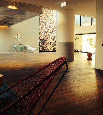 QT Gold Coast: Lobby
