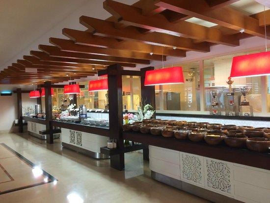 Liberty Hotels Lara: Spotless dessert buffet stands