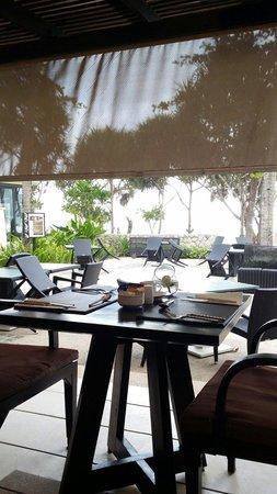 Impiana Resort Patong Phuket: Restaurant view