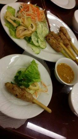 Mandarin Cafe: Self-assembling required.. Super umami pork spring roll!